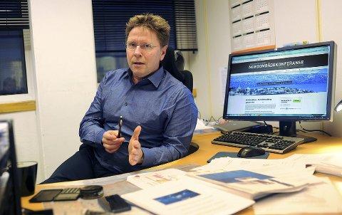 OPTIMISTISK: - I Barentshavet er det boret rundt 100 oljebrønner – her er det mange igjen å bore. I Nordsjøen er det boret 4.000 – 1.100 av dem på norsk sokkel. Å bore en slik koster fra 200 millioner kroner til en milliard, sier Geir Frantzen i Forskningsparken i Narvik. Foto: Roger Danielsen