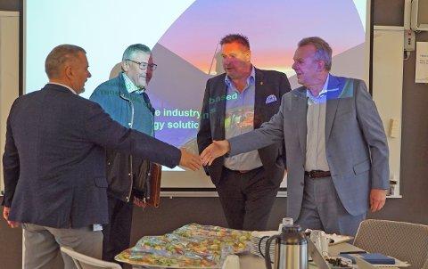 TOPPMØTE: Torstein Dale Sjøtveit (t.h.) ble møtt av blant andre rådmann Lars Skjønnås (f.v.), Futurumsjef Terje Steinsund og ordfører Rune Edvardsen.