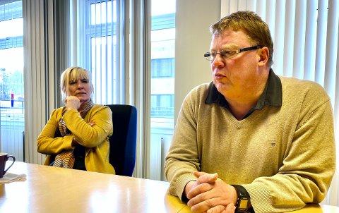 UMULIG?: Hvis det ikke er mulig å kutte godt over 30 millioner kroner i helse- og sosialbudsjettet i Harstad, må man se på kutt andre steder i kommunen, sier Hugo Thode Hansen som her sitter med ordfører Kari-Anne Opsal.