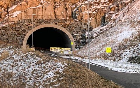 Tunnelen gjennom Husafjell skal åpnes i september.