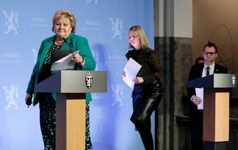 Statsminister Erna Solberg, kunnskaps- og integreringsminister Guri Melby og barne- og familieminister Kjell Ingolf Ropstad under pressekonferanse om koronasituasjonen fredag.
