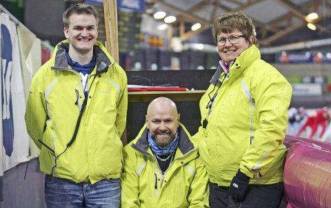 TRIO: Ole Hermann og Tone har mange år bak seg som starter. Her sammen med sønn Torbjørn (t.v) fra da de alle var startere under Odalsskøyta i Vikingskipet.