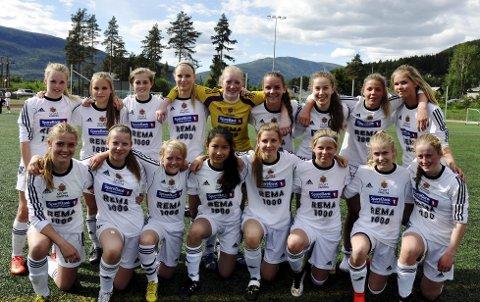 Fron stiller med tre lag i Gothia Cup. I J16-klassen stiller klubben med ett lag, i tillegg til to på guttesiden.