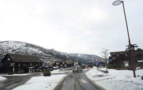 Stundom uråd å finne parkering på Fossbergom, sjølv om vinteren, meiner eldrerådet i Lom.