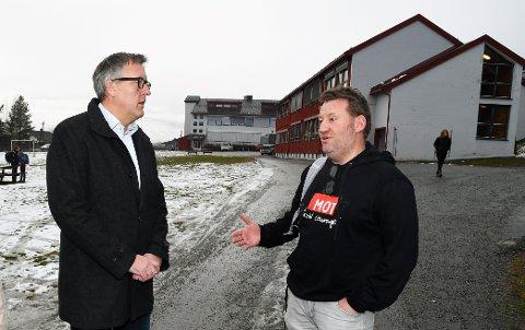 - Alle ressurser skal brukes for å hjelpe de som trenger det, sier ordfører Rune Støstad. Sosialrådgiver Morten Stubbrud er en av dem som bidrar i det store hjelpeapparatet.