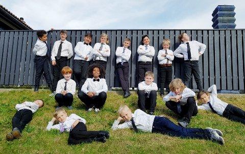 KONSERT: Vingrom kirkes guttekor er konsertklare i Søre Ål kirke etter turen til New York.
