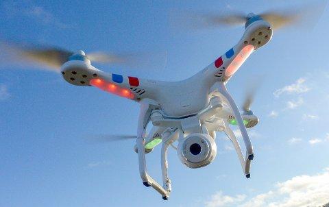 Malmø, SVERIGE 20140122. Drone av typen Phantom 2 Vision, med kamera.  Droner er svært populære blant folk som liker å ta bilder fra høyden, men ikke alle har tillatelsen som trengs til å bevege seg i luftrommet.   Foto: Johan Nilsson / TT / NTB scanpix