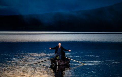 POPULÆRT: Det går mot fullsatte forestillinger for  Peer Gynt ved Gålåvatnet. Mange vil benytte siste sjansen til å se Nils Ole Oftebro som den eldre Peer Gynt, i samspill med sønnen Jakob.