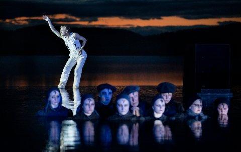 Danseren Silas Henriksen og resten av Peer Gynt-teamet på Gålå får en sommer uten forestilling, for første gang siden 1998, men Peer Gynt-ledelsen vil likevel gi publikum Peer-opplevelser denne sommeren.