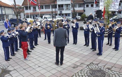 Brandbu skolekorps er en av over 100 mottagere av breddegave fra Sparebankstiftelsen Gran. Korpset får 30.000 kroner.