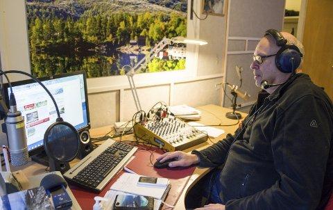 Treng utstyr: Etter 34 år med kontinuerleg radiodrift, treng kanalen no nytt driftssikkert teknisk utstyr, for å halde sendingane på lufta i framtida.  Arkivfoto: Synnøve Nyheim