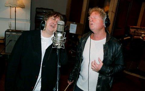 DUETT: Vamp kommer med ny plate. Jan Ingvar Toft (t.v.) synger duett med Øyvind Staveland.