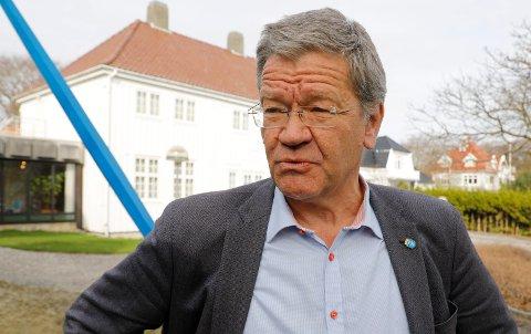Ordfører Arne-Christian Mohn mener LO automatisk har utelukket Ap fra feiringen.