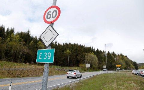 Utrykningspolitiet tar mange som kjører for fort i 60 sonen på Haukås. I natt skjedde det igjen.