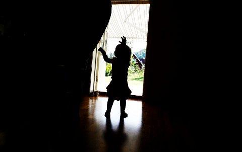 Kun seks av landets kommuner behandler alle bekymringsmeldinger til barnevernet innen fristen på tre måneder, ifølge Unicefs nyeste kommuneanalyse.