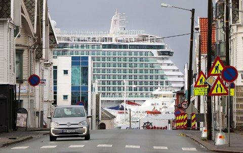 BORTE: Cruiseskipet MS «Iona» er siste halvår blitt en del av bybildet i Haugesund. Nå er det i det blå om skipet kommer tilbake.