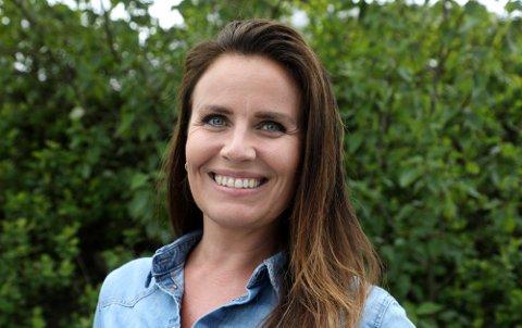 FORHOLDSREGLER: Vinmonopolets sjef i Haugesund, Cathrine Torkildsen forklarer at de ansatte er godt trent i å håndtere store folkemengder. Hun ber allikevel kundene om å ta visse forholdsregler før den kommende langhelgen 13 til 17. mai.