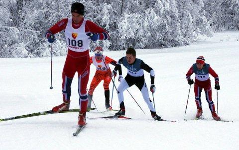 GIKK SAMMEN: Disse fire holdt følge hele rennet, men i den siste bakken ble mye avgjort. Eirik Renna Eilertsen (i front) kom først i mål, tett fulgt av Sander Rosanoff (til høyre), som med det vant sin klasse. I midten ser vi Sindre Rognmo Johansen og Brage Kleven, begge fra KOS.