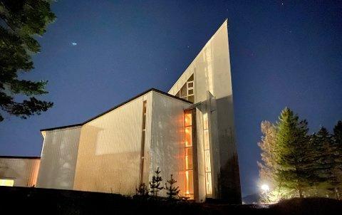 STENGT: Kanebogen kirke avlyser søndagens gudstjeneste.