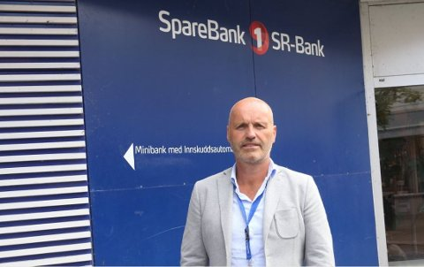 Banksjef Ståle Hoff tror beslutningen vil føre til flere gode løsninger for kundene i SR-bank på Nærbø.