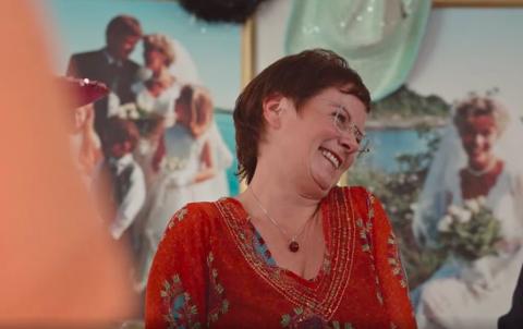 NYE ERFARINGAR: Eva Hegre frå Vigrestad blei figuren Haldis i NRK-serien «Stolthet og forfall», som for tida blir vist på NRK 1. Her er Haldis på jentefest.