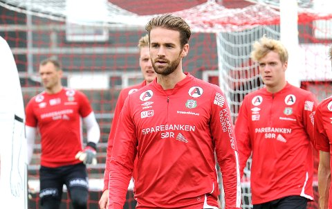 HJEMME IGJEN: Sondre Norheim på tirsdagens Bryne-trening. I bakgrunnen ser vi Igor Spiridonov (f.v.), og de to tidligere Sandnes Ulf-spillerne Vegard Aasen og Andreas Dybevik.