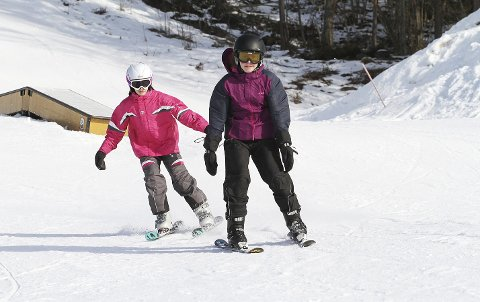 Vinterferie i Høgåsbakken er topp: Men da må noen jobbe for å holde anlegget åpent. Her fra fjorårets vinterferieaktiviteter i bakken. Arkivfoto: Pål Nordby