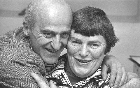 Partivenner: Finn Gustavsen sammen med Hanna Kvanmo. De to var partikamerater i SF og seinere SV. Her er de fotografert etter valget i 1977. foto: erik thorberg/ntb