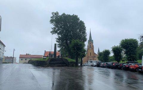 KIRKETOMTA: Knivstikkingen skal ha skjedd i en leilighet i området ved Kirketomta i Kragerø sentrum.
