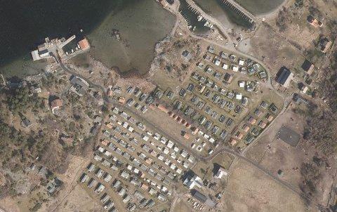 CAMPING: Fjordbåtselskapet frakter ikke lenger bobiler og campingvogner til Jomfruland, med mindre de har fast plass.