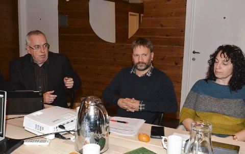 USAMDE: Ove Lemicka (Frp) ville køyra på med brannstasjonplanane, men Leif Ove Mikkelsen og Hilde Enstad, begge Ap, meinte ein må sjå nærmare på andre tomtealternativ først.