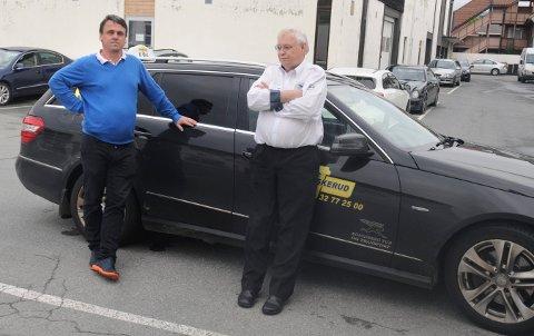 Daglig leder Ole Johnny Lislien og styreleder Geir Rudi sier Kongsberg Tur og Transport har havnet i en konflikt med eieren Viken Taxi som de bare må ut av.