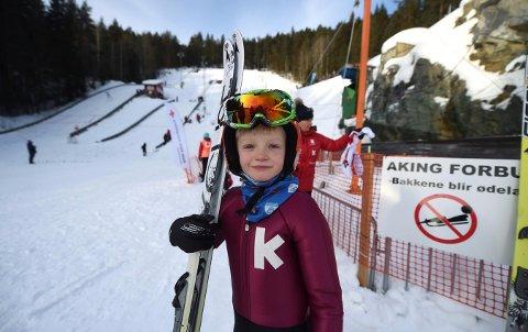 DEBUTANT: Sju år gamle Peder Sloreby begynte med hopping onsdag og lørdag deltok han i sitt første renn. (FOTO: OLE JOHN HOSTVEDT)