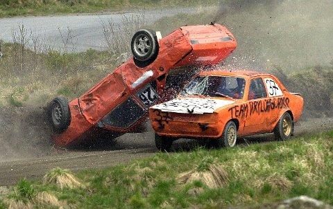 BULDER OG BRAK: Det skjer alltid noe når det er bilcrossløp i Smådøl. Dette bildet er hentet fra Smådølfestivalen i 2010.alle foto: ole john Hostvedt