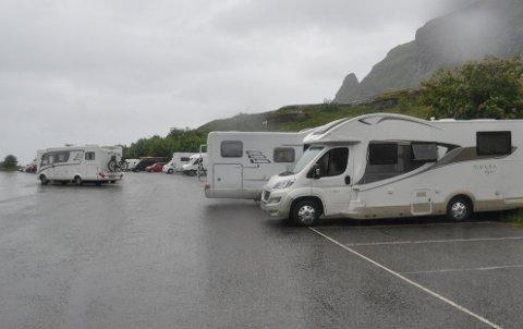 HYTTE PÅ HJUL: Vestvågøy og Vågan kommune mener folk må vurdere bruken av bobiler og campingvogn på samme måte som hyttebruk. Arkivfoto