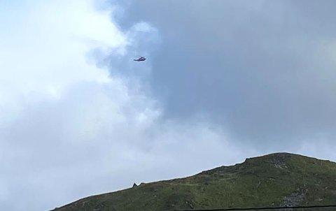 HENTET UT: Her har helikopteret hentet ut mannen og satt kursen mot Bodø.