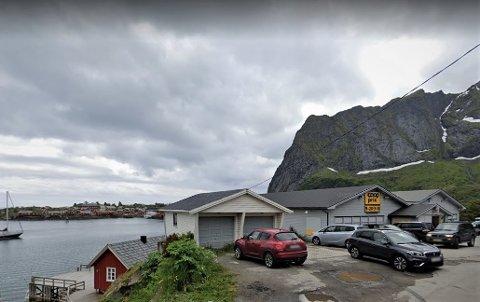 Coop Reine og Reine handleri AS søkte om å få utvidet perioden som Reine er definert som turiststed til å gjelde hele året. Hvis politikerne får det som de vil følger hele kommunen etter.