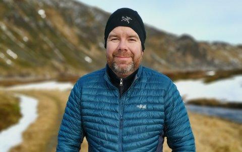 Lege Robert Hammer (36) fra Leknes mener at de som jobber på lokalsykehuset på Gravdal blir dyktige til å håndtere et bredt spekter av sykdom og plager.