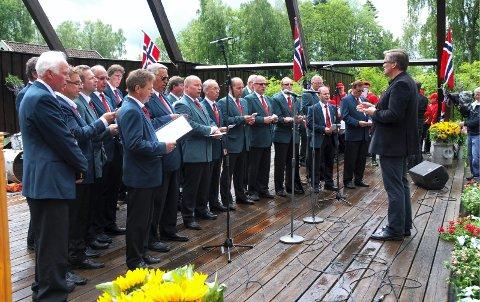 På scenen: Rygge Mannskor, her fra bygdedagen i 2012.foto: per johansen
