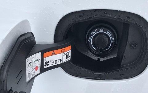 Dieselsalget har falt kraftig i Norge de siste årene. I mars var vi helt nede på 10-tallet i markedsandel.