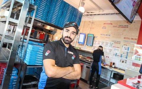 GÅR GODT: Eier Keywan Ahamdi av Domino's i Moss, er godt fornøyd med at de har økt både omsetning og antall kunder.