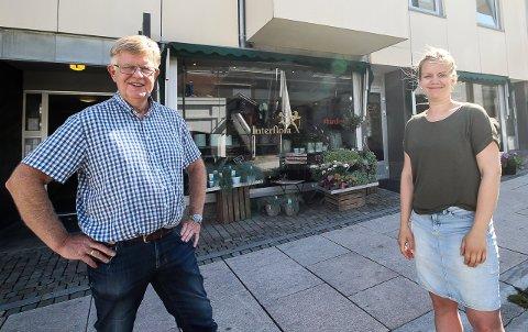 SELGER: Øyvind og Katinka Breivik har lagt Anderssons Blomster i Moss ut for salg. - Vi håper at det kommer noen som ser det potensialet denne blomsterbutikken har, sier de to.