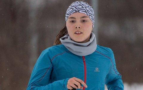 TØFT LØP: Yngvild Kaspersen satser både på løping på flatmark og skyrunning, samtidig som hun kombinerer det med medisinstudiet ved Universitetet i Tromsø.
