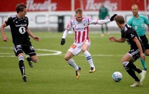 STOR KAMP: Lasse Nilsen spilte en god kamp mot Rosenborg på Alfheim mandag, og kronet det hele med å bli matchvinner til slutt. Nilsen prikket inn 2-0-målet etter et meget pent TIL-angrep, i kampen som til slutt endte 2-1.