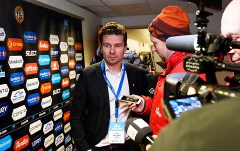 TRE SPILLERE UT: Sportssjef Svein-Morten Johansen var langt nede etter søndagens TIL-nedrykk. Tirsdag kan han og klubben fortelle at tre spillere forsvinner ut døra på Alfheim.