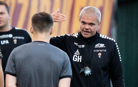 LITT Å TENKE PÅ: Gaute Ugelstad Helstrup må klare seg uten kaptein Simen Wangberg, og gjør også en endring på sentral midtbane før kampen mot Lillestrøm.