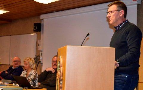 NEKTER TVANG: - Jeg er ikke med på å tvinge folk til å kople seg på kommunalt drikkevannsett, sa Bygdelistas Erik Bjørnsveen.