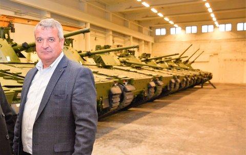 LEVERANSER TIL FORSVARET: Rune Vamråk er styreleder i det nye innlandsselskapet. Han er også styreleder i CHSnor AS på Moelv som for få år siden leverte oppgraderinger av 101 panservogner  til Forsvaret.