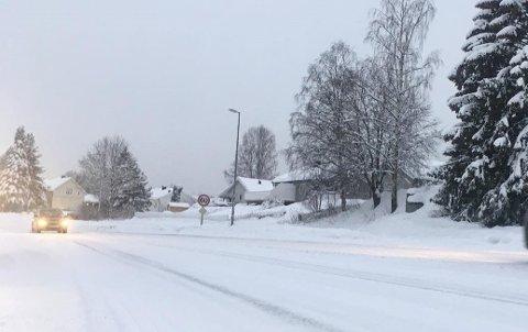 PASS PÅ: Glatte veier og utfordrende kjøreforhold meldes over hele Innlandet.