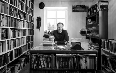 HISTORISK OG MORSOMT: Med sin seneste bok «Tour dø France» har totningen Geir Stian Ulstein blandet fakta og galskap mellom to permer.